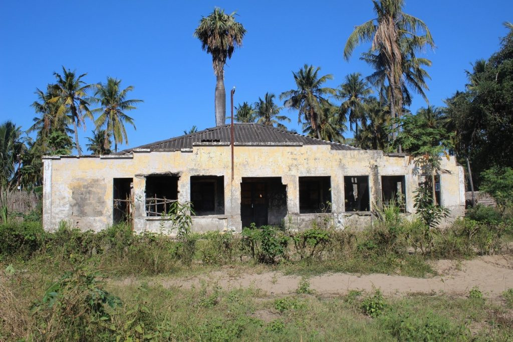 Abandoned property in state of deterioration in Chinde, August 2019