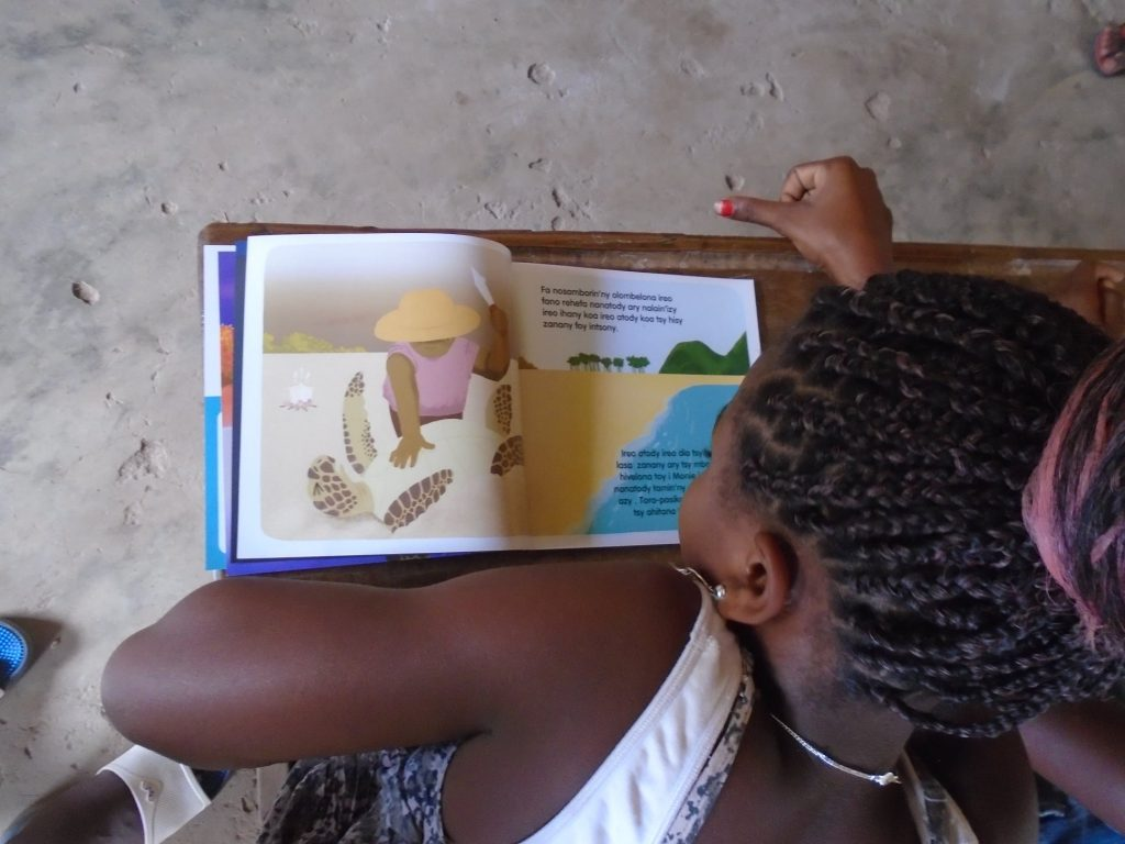 Sea Turtle Story Book Launch, children reading the book