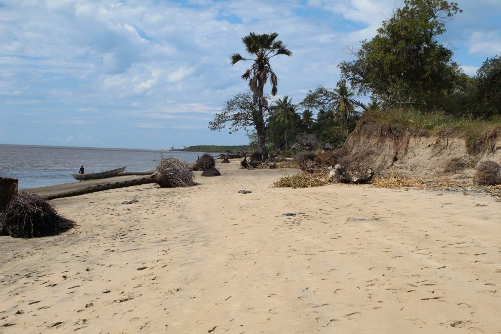 Coastal erosion on the bank of the Chinde River in the village of Chinde